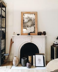 Home Interior Cuadros beautifully styled fireplace mantel with vintage framed mirror. Home Living, Living Room Decor, Living Spaces, Gold Framed Mirror, Mirror Mirror, White Mantel, Home Decoracion, Fireplace Mantels, Fireplaces