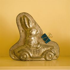 Vintage Chocolate Mold of Bunny driving a car // Photo via . Chocolate Candy Molds, Chocolate Ice Cream, Chocolate Rabbit, Old Candy, Easter Candy, Easter Eggs, Prim Decor, Vintage Candy, Vintage Easter