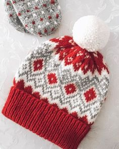 рождественские шапки спицами: 5 тыс изображений найдено в Яндекс.Картинках Knitting Stitches, Knitting Patterns, Knitting Projects, Crochet Projects, Drops Cotton Light, Knitted Hats, Crochet Baby, Beanies, Handarbeit