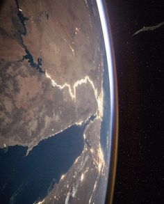 The Nile as seen from the International Space Station Space Photos, Space Images, Flat Earth Facts, Planet Video, Color Out Of Space, Galaxy Photos, Universe Today, Space Photography, Aerial Photography