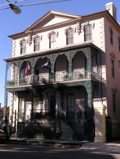 How to Make Souther She Crab Soup. John Rutledge House is the birth place of she crab soup. Rutledge's butler, William Deas, was the first to put crab roe in crab soup.