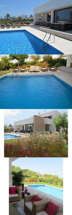Casa con precioso jardín y piscina en el exclusivo Residencial Puig d'en Alis - Islas Baleares, arquitectura de estilo ibicenco, elegante y confortable.  http://www.raudo.com/f/exclusiva-casa-residencial-con-jardin-y-piscina/3395