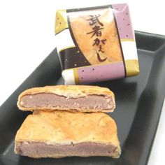 Japan has many regional food-related souvenirs that are popular among both domestic and international travelers. Kumamoto, Hot Dog Buns, Cornbread, Sweets, Ethnic Recipes, Couches, Junk Food, Japanese Food, Souvenir