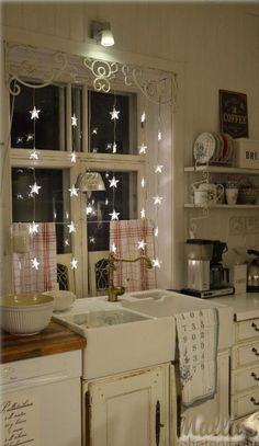 love the twinkling stars , , , I would never want to take them down!