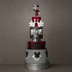 ♥ #butikpasta #şekerhamuru #fondant #kekcouture #sugarart #mickeymousecake #mickeymouse Mickey And Minnie Cake, Bolo Mickey, Mickey Cakes, Minnie Mouse Cake, Power Rangers Birthday Cake, Disney Inspired Wedding, Friends Cake, Cake Blog, Mickey Birthday