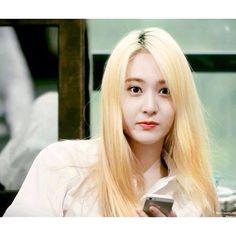 """ You gotta love blonde. Jessica & Krystal, Krystal Jung, Jessica Jung, Fx Red Light, Song Qian, Sulli, Korean Girl, Korean Idols, Pretty Woman"