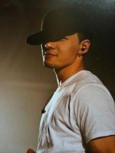 Taeyang... I like him with some scruff