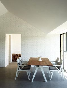 White brick and concrete floors. Who needs furniture, amiright? Dining Nook, Dining Room Design, Dining Table, Dining Set, Top Interior Designers, Contemporary Interior Design, Elle Decor, Home And Living, Interior Inspiration