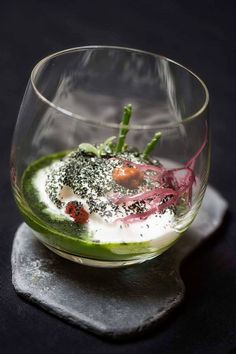 O Brejo Largo: Oyster, prawn and sea urchin in a rocket and coriander chlorophyll foam