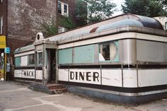 mac-diner-new-brunswick-nj-kevin-fitzpatrick-retro-roadmap-its been torn down Old Buildings, Abandoned Buildings, Abandoned Places, Abandoned Castles, Vintage Diner, Retro Diner, Fifties Diner, Vintage Signs, American Diner