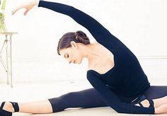 Barre au sol : comment s'initier à la barre au sol - Elle Ballet Barre, Ballet Dancers, Yoga Fitness, Fitness Tips, Mary Helen Bowers, Joseph Pilates, Fad Diets, Ballet Beautiful, Pilates Workout