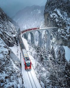 Switzerland Travel Guide, Train Rides, Beautiful Places To Visit, Travel Pictures, Places To Travel, The Good Place, Beautiful Pictures, Snow, Vacation