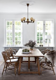 Lovely dinner setting with our Wengler chairs and Lucas teak dining table. The chair was designed in 1902 by Robert Wengler, who was known as the best wicker maker in Denmark. Featured in Photo: Bjarni B. Rattan Dining Chairs, Teak Dining Table, Dining Rooms, Dining Area, Danish House, Table Teck, Hygge Home, Design Moderne, Home Interior Design