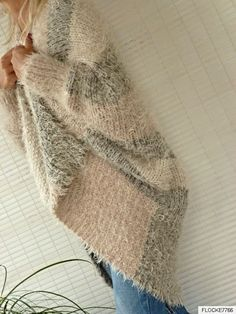 EINHEITSGRÖSSE WENDE PLÜSCH STRICKJACKE FLEDERMAUSÄRMEL JACKE OVERSIZE GRAU | eBay Crochet Stitches, Knit Crochet, Crochet Patterns, Sweater Hat, Angora, Cashmere Wool, Fall Sweaters, Loom Knitting, Vestidos