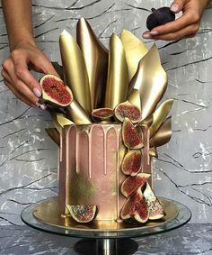 How do you cope with Hump day? CAKE of course! The mid week slump would be so much easier to swallow with a slice of this gorgeous cake design. could you actually destroy this cake to eat it? Gorgeous cake from 📷 Fancy Cakes, Cute Cakes, Pretty Cakes, Yummy Cakes, Unique Cakes, Creative Cakes, Unique Wedding Cakes, Cake Wedding, Wedding Desserts