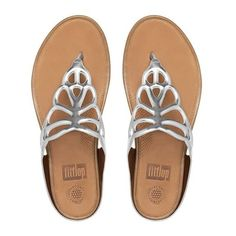 FitFlop Bumble™ Leather Toe-Thong Sandals (2.215 ARS) ❤ liked on Polyvore featuring shoes, sandals, silver mirror, toe thongs, thong sandals, flower sandals, flower thong sandals and flower shoes