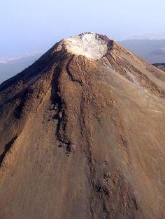 Crater del Pico del Teide, 3718 metros.el volcán de mayor altura de España