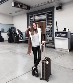 Marta Carriedo. Classic Outfits, Casual Outfits, Fashion Outfits, Winter Travel Outfit, Winter Outfits, Airport Style, Airport Outfits, San Francisco, Travel Style
