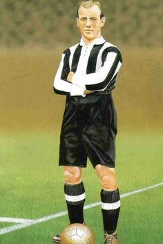Hugh Gallacher of Newcastle Utd in Newcastle United Football, Bristol Rovers, Image Foot, Football Pictures, Black N White, World History, Premier League, Old School, Card Ideas