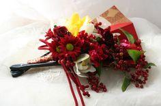 和装に持つ扇ブーケ シンビジューム : 一会 ウエディングの花