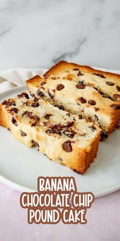 A delicious banana and chocolate chip pound cake that is perfect as a dessert or snack. Easy No Bake Desserts, Köstliche Desserts, Easy Cake Recipes, Best Dessert Recipes, Cupcake Recipes, Baking Recipes, Delicious Desserts, Simple Recipes, Kitchen Recipes