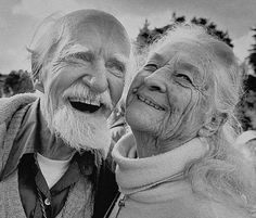 Growing old and enjoying every minute of it,,, not everyone gets that chance! Vieux Couples, Old Couples, Elderly Couples, Smile Face, Make You Smile, Beautiful Smile, Beautiful People, Growing Old Together, Old Love