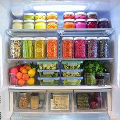 "Polubienia: 52, komentarze: 2 – Düzene dair her şey🌾 (@duzencigiller) na Instagramie: ""Had to share this rainbow fridge again with you!  I've done quite a few fridge posts for my…"""