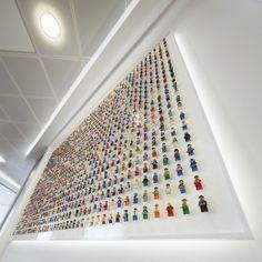 Un mur avec 1200 figurines Lego