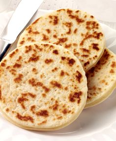 Hardtack is an old-fashioned flatbread that was popular with pioneers and sailors because it was lightweight, compact, tasty, and stored well. Family Meals, Family Recipes, Tasty, Yummy Yummy, Bread Rolls, Family History, Easy Meals, Pizza, Favorite Recipes