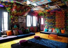 Glamour Beach House Design with Colorful Wall, Floor and Furniture Decorating - Home Design and Home Interior Hippie Living Room, Hippie Bedroom Decor, Hippy Bedroom, Hippie Home Decor, Bohemian Living, Hippie Bohemian, Hippie Style, Combi Hippie, Bohemian Kids