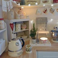 Cool 40 Inspiring Christmas Kitchen Ideas. More at http://dailypatio.com/2017/11/14/40-inspiring-christmas-kitchen-ideas/