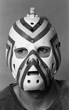 Denis Herron Pro Hockey, Hockey Goalie, Hockey Party, Red Wings Hockey, Goalie Mask, Best Masks, Masked Man, Edmonton Oilers, Masks Art