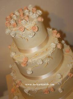 torte nuziali con roselline avorio pesca