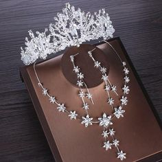 Bridal Tiara, Bridal Earrings, Bridal Crown, Bride Accessories, African Beads, Wedding Jewelry Sets, Tiaras And Crowns, Crystal Wedding, Fashion Necklace