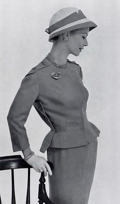 Carven, 1957
