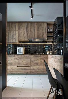Cozinha preta e madeira Kitchen Design, Table, Algarve, Furniture, Pasta, Home Decor, Wedding, Luxury Kitchens, Luxury Houses