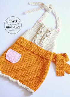 Girls Apron Crochet Pattern #crochetpattern #girlscrochetpattern #Crochetpatternapron #crochetapron Affiliate Link