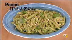 VIDEO LA7: INGREDIENTI PER 'PENNE AL PESTO DI ZUCCHINE' 250 gr di penne 2-3 zucchine lesse pinoli qb basilico qb olio sale grosso parmigiano qb
