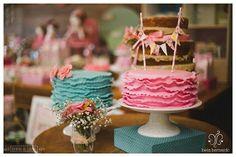 Bolos Lindos para 'Casinha de Bonecas'!! 🍥🍥🍥 Bolos de babados em pasta da Ane Cake e o Naked é da Chica do Quintal!! #detalhesdoquintal #festadecasinhadebonecas #muitoamorenvolvido #kidsparties #decor #partydecor #festainfantil #festa #quintal #quintaldecontos Foto: @betabernardofotografia