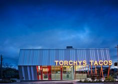 A new taco restaurant in Austin, Texas by Chioco Design references mid-century American roadside architecture with red columns and a distinctive roofline Taco Restaurant, Restaurant Design, Austin Texas, Google Architecture, Armstrong Vinyl Flooring, Torchys Tacos, American Kitchen Design, Storefront Signage, House Plans South Africa