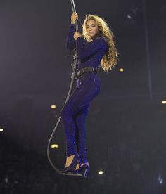 "#Beyonce flying from the main stage to the ""Bey"" stage during her show #Queenbey"