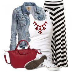 baskets blanches avec une jupe longue pour un look estival