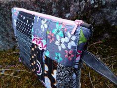 """Side view of """"Dark Side of the Moon"""" zippered pouch by Tilkunviilaaja -- Kuun pimeä puoli -pussukka"""