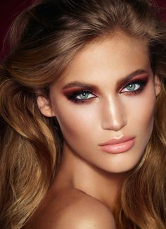 Charlotte Tilbury Launches in the U. As the world's number one make-up artist, Charlotte Tilbury understands the power of make-up like no-one else. Maquillaje Charlotte Tilbury, Charlotte Tilbury Makeup, Charlotte Tilbury Bond Girl, Lr Beauty, Beauty Make Up, Beauty Hacks, Beauty Tips, Natural Beauty, Blush Beauty