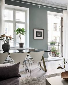 There is a lot to say about this beautifully decorated Swedish home, but the wall colors really stand out to me the most. The green-grey walls in the living room look very fresh and give the otherwise modest decoration a … Continue reading → Vintage Interior Design, Diy Interior, Interior Exterior, Interior Decorating, Interior Stylist, Interior Inspiration, Room Inspiration, Deco Design, Home And Deco