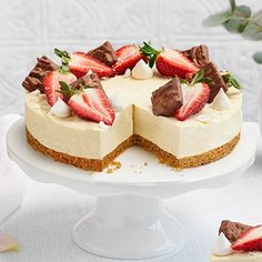 Tällä reseptillä teet herkullisen juustokakun, josta saat noin 15 palaa. Kakku koristellaan Fazerin premium-kekseillä. Cheesecake Decoration, Anime Cake, Delicious Desserts, Dessert Recipes, Sweet Bakery, Just Eat It, Valentines Food, Sweet Pastries, Cream Cake