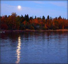 Raahe, Finland. Tämä kuva on Raaheesta. Kuva on järven rannalla. Kirjoittanut: Jami ja Nella Moon Pics, Moon Pictures, Sun Moon Stars, Moon River, Tornadoes, Beautiful Moon, Secret Places, Over The Moon, Storms