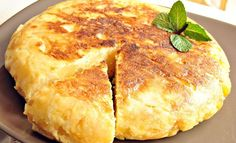 Родопски клин За тестото: 2 и 1/2 ч.ч. (500 г) брашно сол За плънката: 1 и 1/2 ч.ч. (300 г) ориз 1 ч.ч. (200 г) сирене 3 яйца 1 ч.ч. (200 мл) прясно мляко 200 г масло Оризът се сварява и към него с разбъркване се прибавят сиренето, яйцата и млякото. От бр