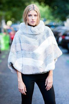 Peletería en el centro de Madrid, prendas, complementos y accesorios de piel. Pañuelos, estolas, cuellos, bufandas, chaquetas, abrigos, cazadoras y más...
