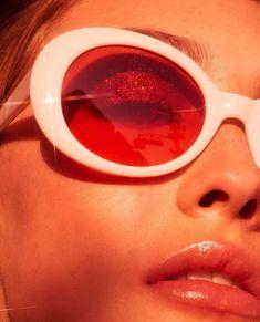 Lucy Mae Donovan in Oval Round Retro Sunglasses e2d6ab1aebb47
